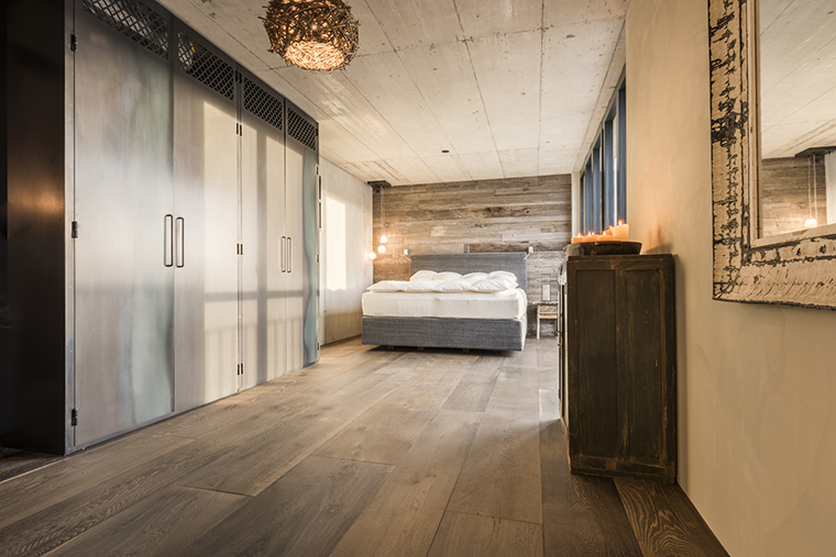 Altholz Wand Schlafzimmer